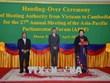 越南将亚太议会论坛轮值主席移交给柬埔寨