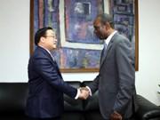 莫桑比克总理卡洛斯与越南政府副总理黄忠海举行会谈