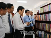 张晋创主席在隆安省阮友寿律师纪念馆上香