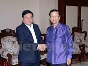 老挝副总理宋萨瓦·凌沙瓦会见越南计划投资部代表团