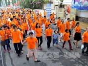 胡志明市:近8000人参加为橙毒剂受害者步行活动