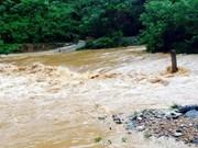 老挝总理通辛•坦马冯就越南北部洪灾向阮晋勇总理致电慰问