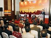 阮晋勇总理与东盟企业家俱乐部成员举行对话会