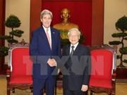 越共中央总书记阮富仲会见美国国务卿约翰•克里