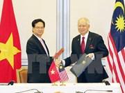 越南政府总理阮晋勇同马来西亚总理纳吉布举行会谈