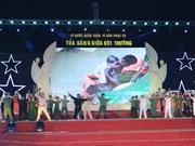 越南各地举行多项活动 庆祝人民公安传统日70周年