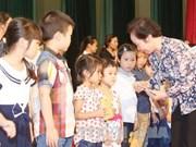 越南国家副主席阮氏缘向宣光省优秀特困生颁发助学金