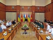 越南国防部领导会见援越抗法美乌克兰老战士代表