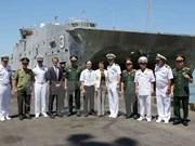 美国两艘医院船与高速运输船访问岘港市