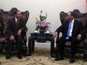 越南政府副总理阮春福会见老挝华潘省委书记兼省长