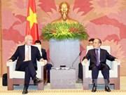 越南国会主席阮生雄会见欧盟驻越代表团团长法兰兹•叶森
