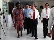 越南国会主席阮生雄会见世行驻越首席代表维多利亚