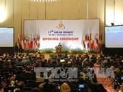 外交工作对党和国家制定对外路线起着重要作用