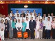 越南祖国阵线中央委员会领导接见模范海外侨胞