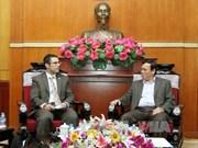 越南祖国阵线中央委员会领导会见美国国际宗教自由委员会代表团