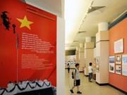 """题为""""建设属于人民、来自人民、为人民的国家70周年""""图片展在河内举行"""