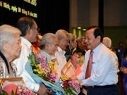胡志明市向2626名党员授予党龄纪念章