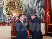 """越南授予老挝和柬埔寨最高人民法院领导""""为法院事业""""纪念章"""