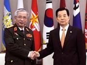 阮志咏上将会见韩国国防部长官韩民求