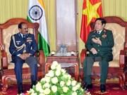 努力推动越南与印度双边防务合作