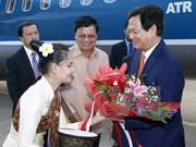 越南政府总理阮晋勇会见老挝越南投资商