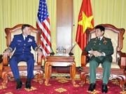 越南人民军副总参谋长武文俊会见美国海岸警卫队司令