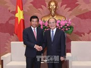 越南国会主席阮生雄会见老挝驻越南大使