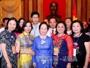 越南国家副主席阮氏缘会见全国企业界模范代表