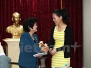 """旅居澳大利亚越南人社群为""""致力于亲爱的黄沙和长沙群岛""""俱乐部捐款"""