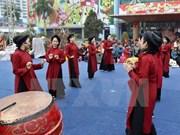 富寿省向国际非物质文化遗保护专家推介古老春曲