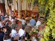 芹苴市领导高棉族同胞传统节日走访慰问活动