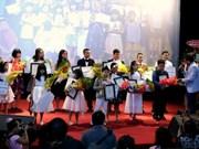 清化省近200名优秀贫困学生和大学生荣获助学金