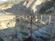 越南莱州水电站一号机组转子成功吊装