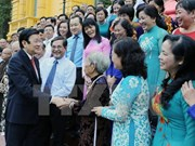 张晋创主席会见胡志明市120名民运工作典范