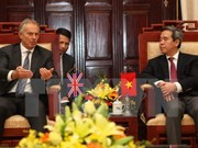 越南国家银行行长阮文平会见英国前首相布莱尔