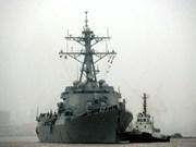 美国军舰驶入中国在东海非法建设的人工岛礁12海里水域