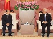 越南国会副主席汪周刘会见老挝和平与团结委员会代表团