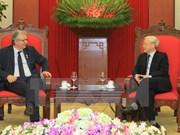 越南党和国家领导会见法国共产党全国书记皮埃尔·洛朗
