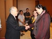 越南国会副主席丛氏放会见同奈省历届国会代表团
