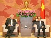 越南国会主席阮生雄会见欧洲议会代表团