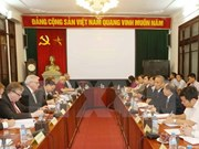 越南劳动总联合会主席邓玉松会见欧洲议会议员小组代表团