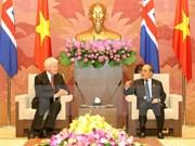 越南国会主席阮生雄会见冰岛总统格里姆松