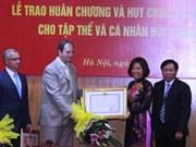 乌越协会集体和个人荣获越南友谊勋章和友谊徽章