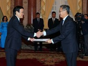 越南国家主席张晋创接受三国新任驻越大使递交的国书