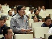 农业与农村发展部和工商部两部部长回答代表的质询