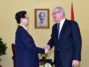 越南政府总理阮晋勇会见欧盟国际合作和发展委员耐文•米米卡
