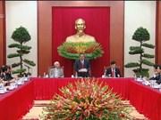 黎鸿英同志会见越南中小型企业协会模范企业家和企业代表