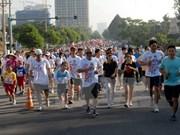 1.8万人参加在胡志明市举行的特里·福克斯义跑活动