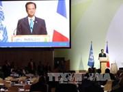 越南政府总理阮晋勇与法国总理曼努埃尔·瓦尔斯举行会谈