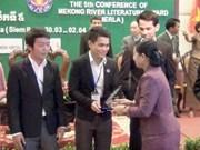 越南两位作家荣获第六届湄公河文学奖颁奖